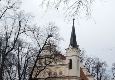 Kostel Nejsvětější Trojice v parku u Plzeňské brány