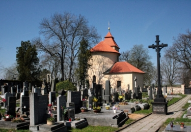 Rotunda svaténo Petra a Pavla v Budči a hřbitov