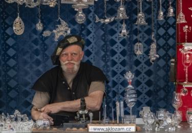 Zahájení lázeňské sezóny v Karlových Varech: řemeslný jarmark
