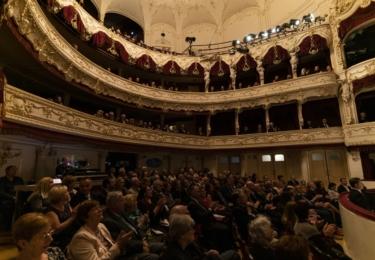 Zahájení lázeňské sezóny v Karlových Varech: slavnostní večer v městském divadle
