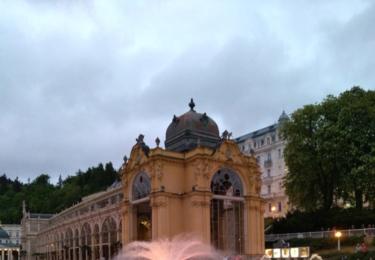 Zpívající fontána v podvečer