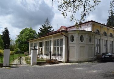 Zavřená historická kavárna