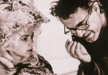 """""""Nemám do čeho píchnout a chci točit film. Teď jenom potřebuju najít knížku nebo scénář, takže budu číst a číst, dokud nenarazím na příběh, který nadšeně předčtu na jeden zátah. To chci natočit."""" Miloš Forman v dokumentu, foto ČT"""