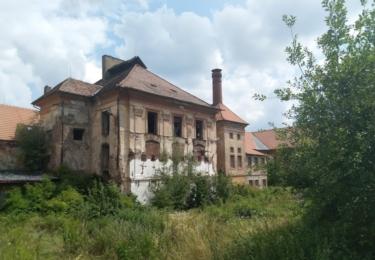 Poničený zámek