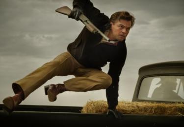 """""""Rick Dalton je produktem padesátých let – je nadsazeným hrdinou televizních seriálu padesátých let – ale časy se mění a jemu se jeho naděje rozplývají před očima,"""" říká DiCaprio."""
