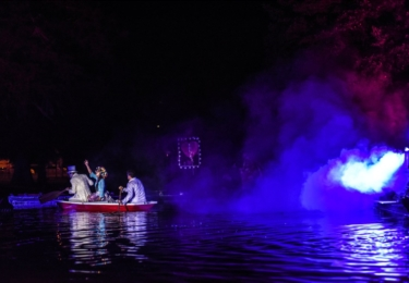 Minulý ročník festivalu se konal ve Smetanových sadech a inspiroval se románem Lewise Carrolla Alenka v říši divů, foto Facebook