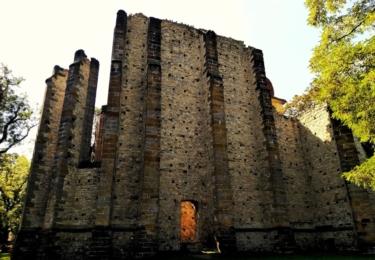 Tajemný nedostavěný chrám v Panenském Týnci