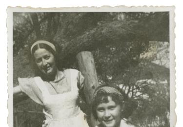 Se sestrou Blankou v roce 1941, foto archiv autorky