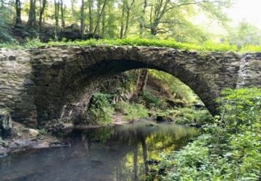 Starý klenbový most přes Vrchlici