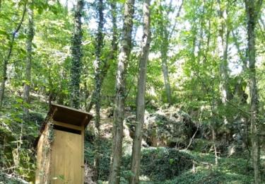 Krásná kadibudka na cestě údolím Vrchlice