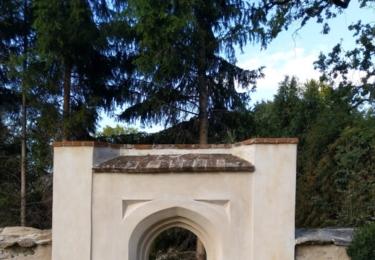 Kostel svatého Martina s přilehlým hřbitovem