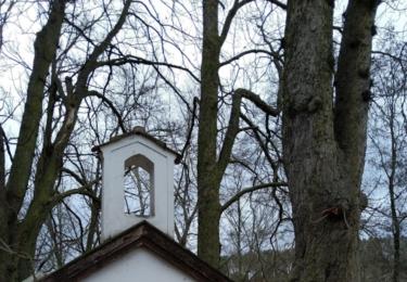 Kaplička na břehu Vltavy v Záběhlicích