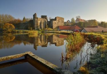 Zřícenina hradu Borotín sice neleží na Stezce údolím Lužnice, zato je pár kilometrů od Tábora a samozřejmě patří do turistického regionu Toulava