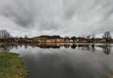 Obec Zvěstov se nachází asi 20 km jihovýchodně od města Benešov a 12 km východně od města Votice. Žije zde 347 obyvatel