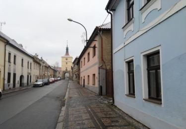 Pražská ulice s Pražskou bránou