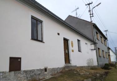 V tomto domku vznikla pro účely filmu četnická stanice