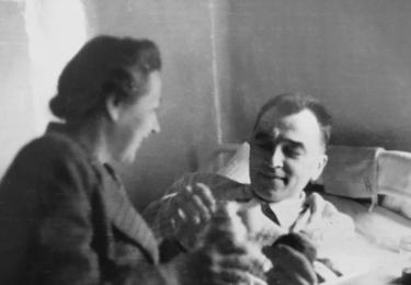 Za války se Horákovi zapojili do odboje. Gestapo je oba zatklo, odděleně strávili takřka pět let v německých věznicích. Bohuslav byl po návratu domů tak zesláblý, že musel na několik týdnů do nemocnice, kde kromě jiného podstoupil transfuzi krve