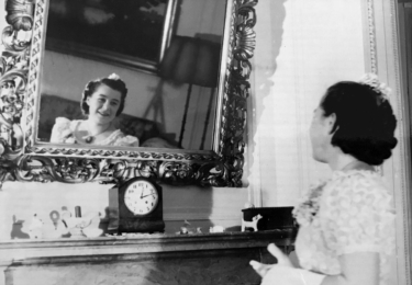 V sezóně 1947/1948 chodila Jana Kánská do tanečních. Pokud mohla, Milada Horáková svoji dceru vždy doprovázela. Byly to jedny z posledních šťastných rodinných chvil před únorem 1948