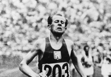 Emil Zátopek finišuje...