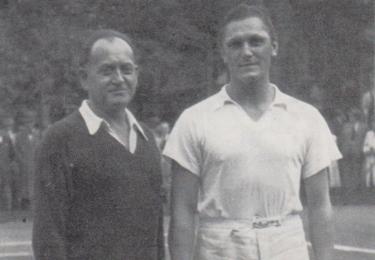 Hned po příjezdu do Prahy začal dělat Bican první tenisové krůčky pod vedením legendárního trenéra Buriánka