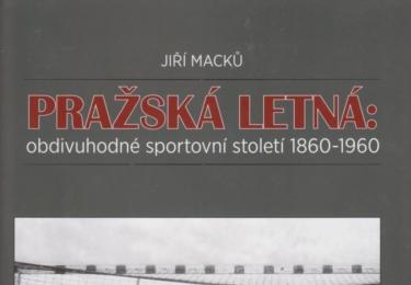 Tyto a ještě dalších téměř 400 fotografií obsahuje autorova publikace o světové slávě sportovní Letné