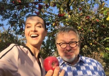 A zde s Michalem Pavlíčkem a jabkem