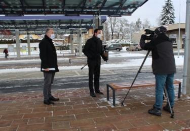 Starosta města Šumperka Tomáš Spurný (vlevo) při natáčení s Českou televizí