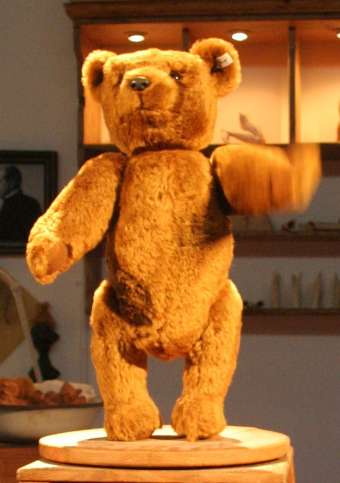 Replika prvního medvěda
