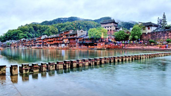 Skákací most v městečku Feng Huang