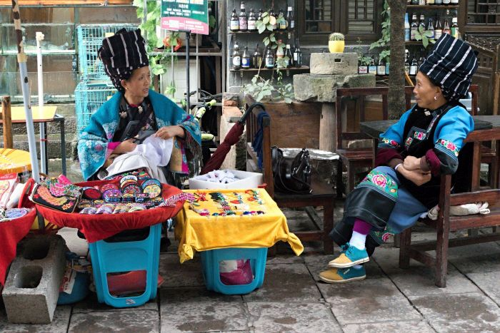 Příslušnice etnika Miao v tradičních oděvech
