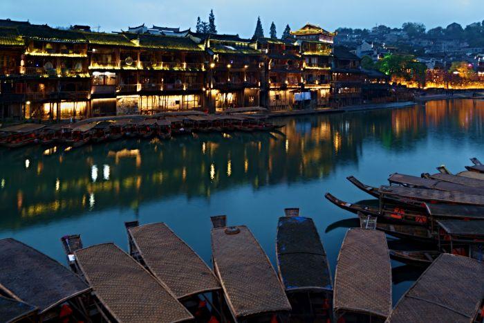 Gondoly v městečku Feng Huang