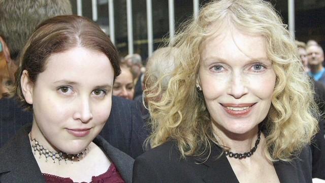 Mia Farrow Dylan