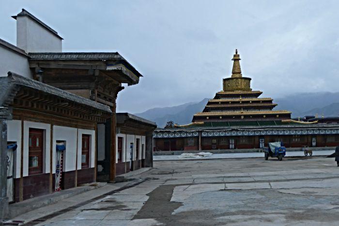 Stúpa v klášterním komplexu Labrang