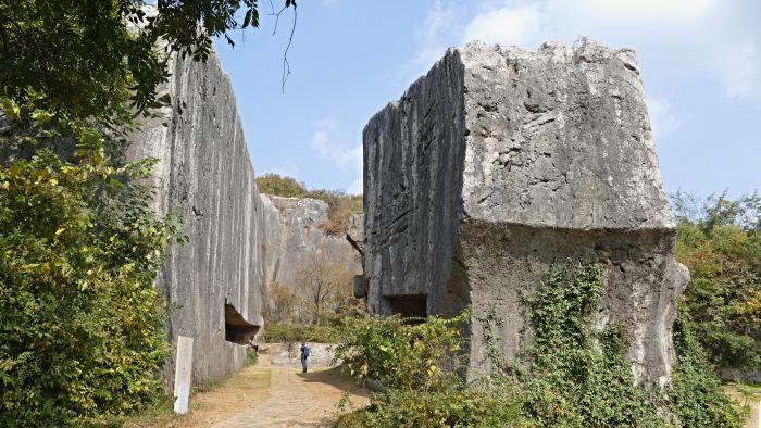 kamenný blok pro hlavu stély