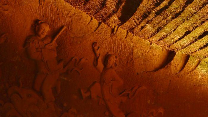 Detail reliéfu v jeskyni č. 1