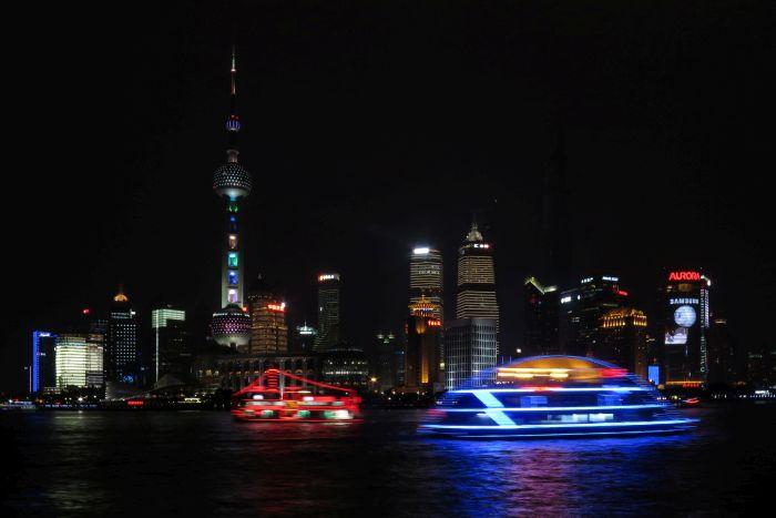 Noční panorama s řekou Jang-c'-ťiang
