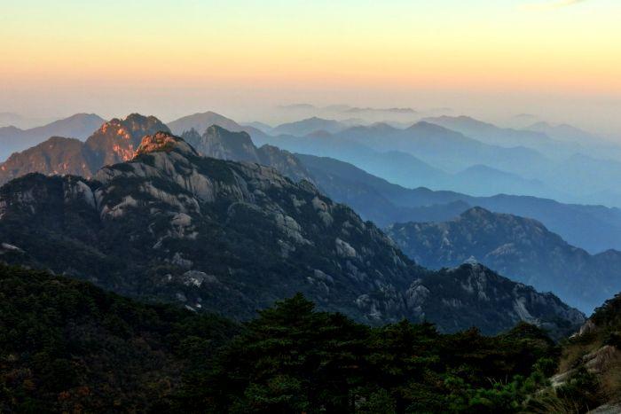 Žluté hory při výhodu slunce I.