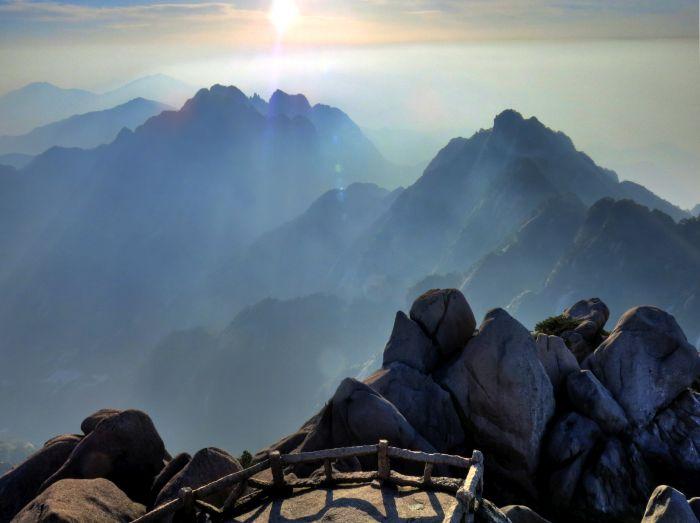 Žluté hory před západem slunce II.