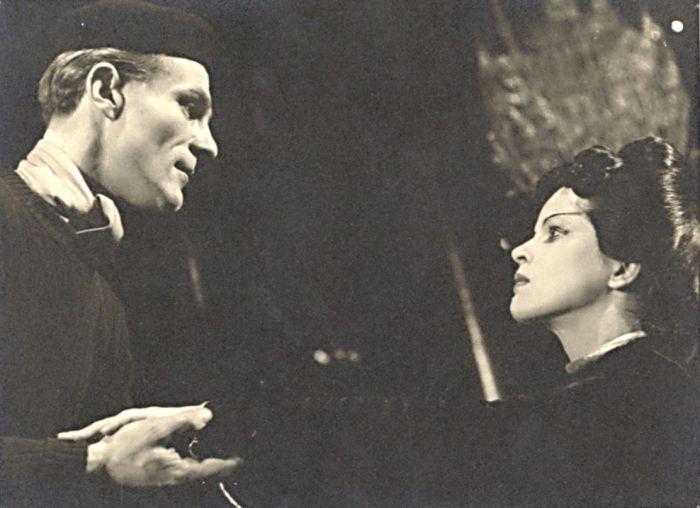 S Radovanem Lukavským v roce 1947 na jevišti Vinohradského divadla, v experimentální divadelní hře Maxe Frische Čínská zeď