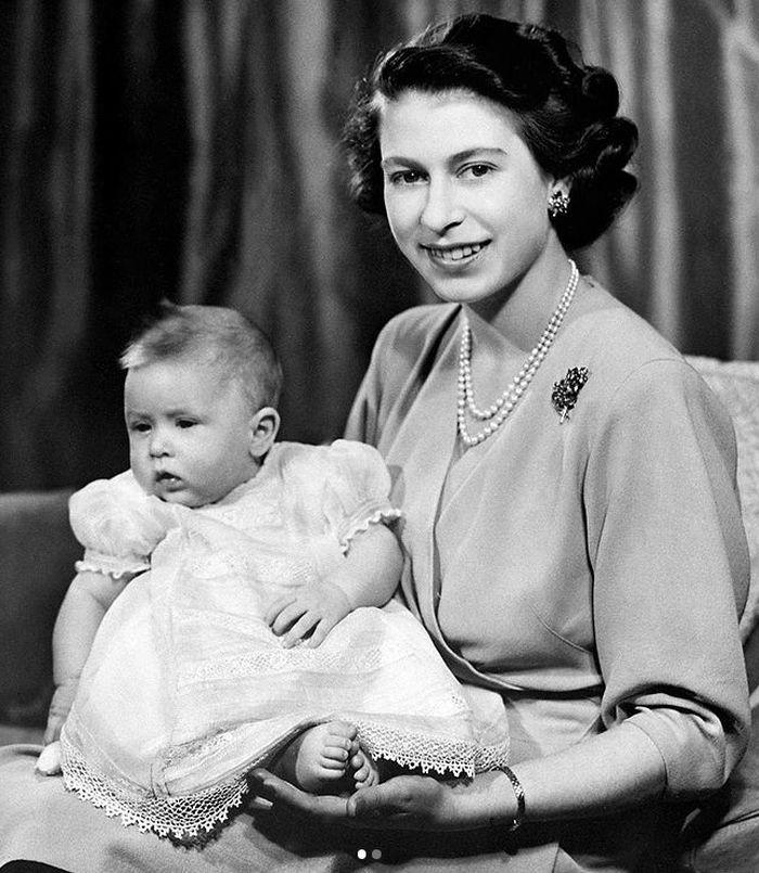 S prvorozeným synem Charlesem Arthurem Georgem, vévodou z Edinburghu