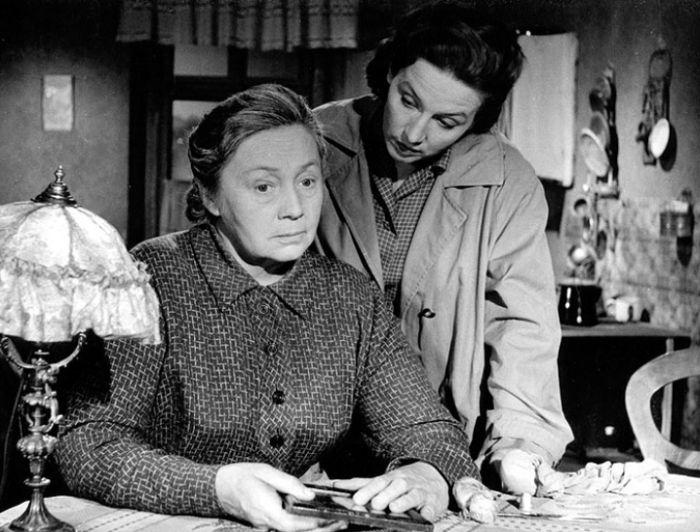 Matka defraudanta Karla s Danou Medřickou v roce 1959, v psychologickém dramatu Ošklivá slečna