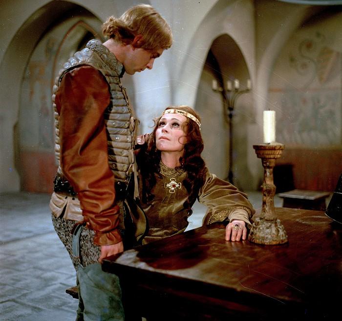 Eliška Přemyslovna a Jan Lucemburský (Jaromír Hanzlík) v historickém dramatu Poslední královna