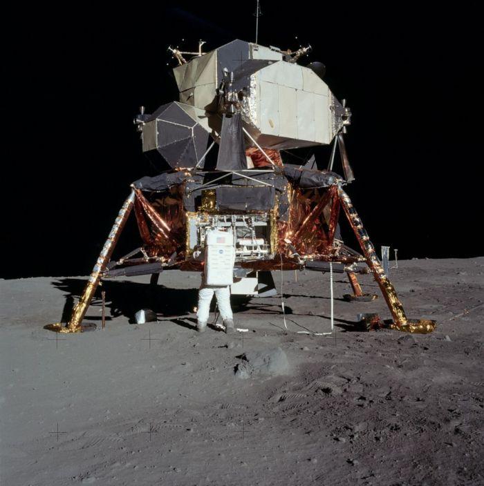 První lunární modul