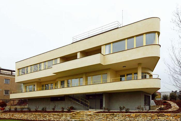Vila Lídy Baarové se schody, na nichž zemřela její mladší sestra