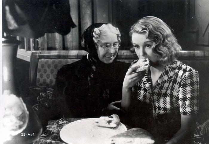 S Natašou Gollovou ve slavné komedii Eva tropí hlouposti