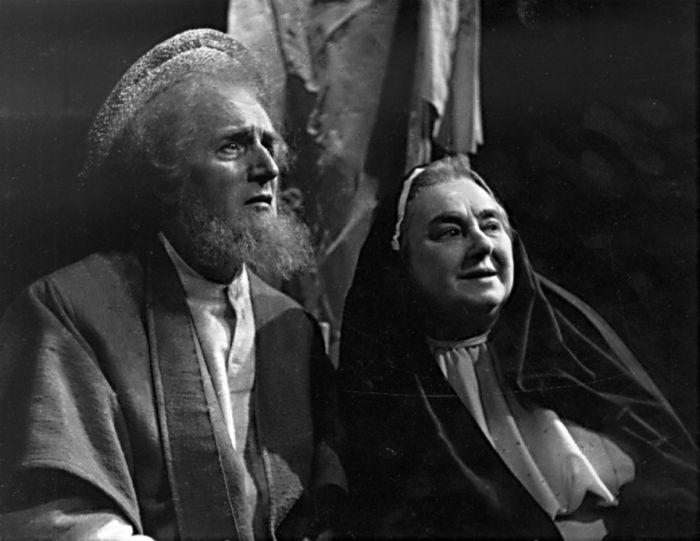 V Národním divadle v roce 1956, v představení Dnes ještě zapadá slunce nad Atlantidou