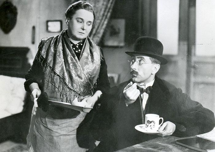 V roce 1939 s Jindřichem Plachtou v komedii Miroslava Cikána Kdybych byl tátou
