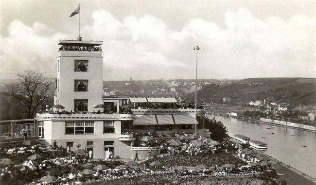 Legendární Barrandovské terasy byly slavnostně otevřeny v září 1929 a během prvního dne si je prý přišlo prohlédnout neuvěřitelných 50 000 návštěvníků. Od paláce Lucerna pak k nim od dopoledne až do půlnoci jezdily levné autobusy, provozované firmou Havel.
