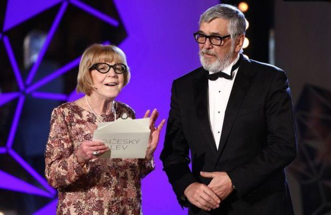 Eva Zaoralová a Jiří Bartoška si odnesli cenu za mimořádný přínos české kinematografii