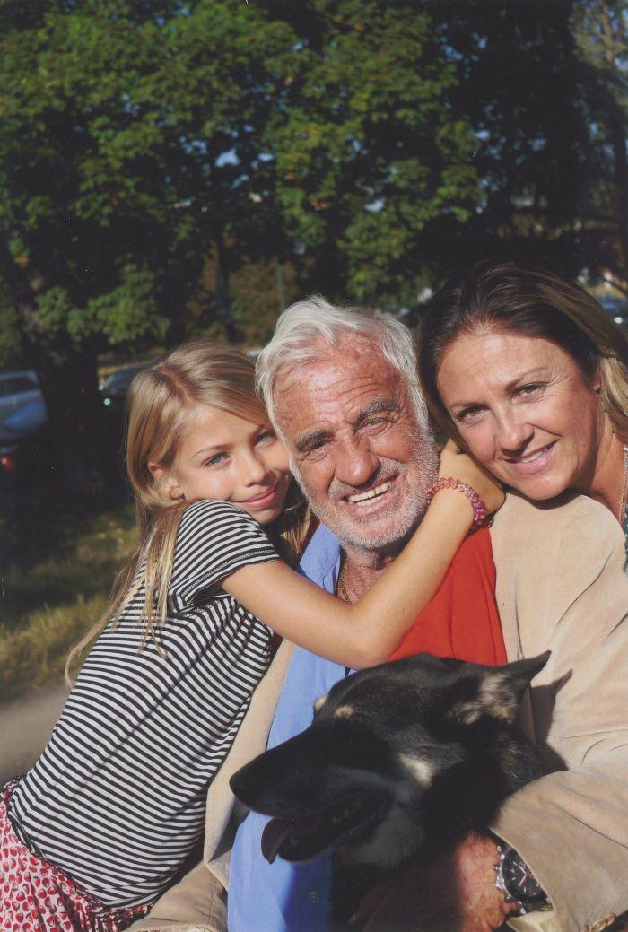 Jean-Paul Belmondo s rodinou. Svůj poslední film, drama Muž a jeho pes, natočil přesně před deseti lety.
